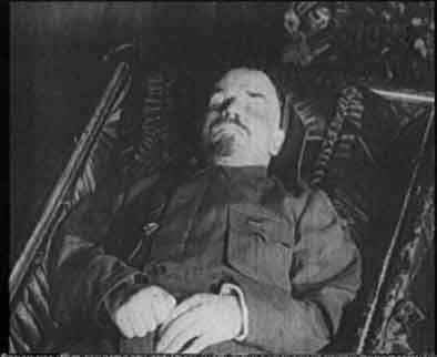 Los embalsamados más famosos Lenin_in_tomb